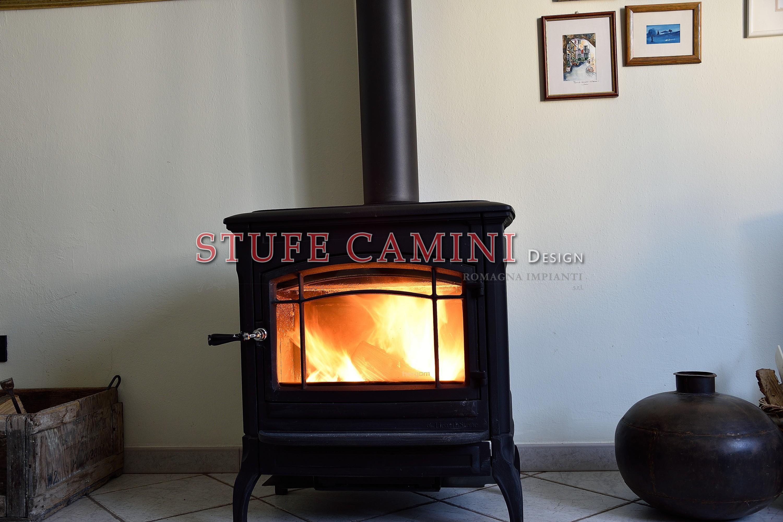Stufe a legna pietra ollare maiolica accumulo stufe - Stufe a legna design ...